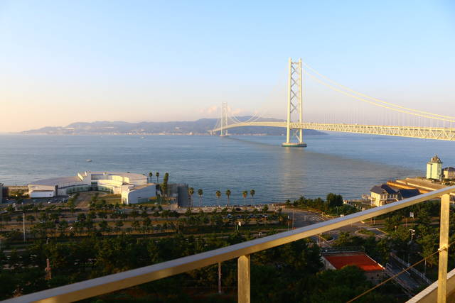 早朝のシーサイドホテル舞子ビラ神戸の部屋からの景色