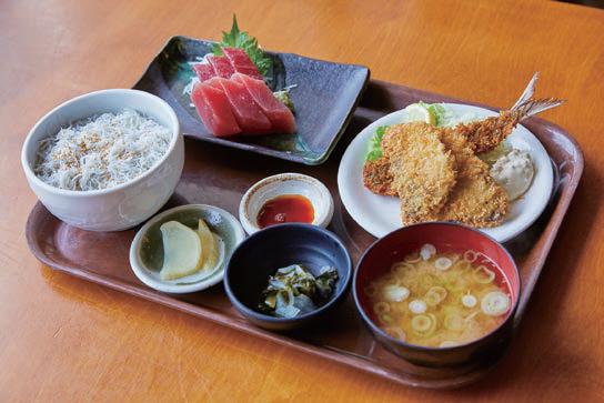 まぐろきっぷでいただける、三崎まぐろのお刺身と地魚フライ定食