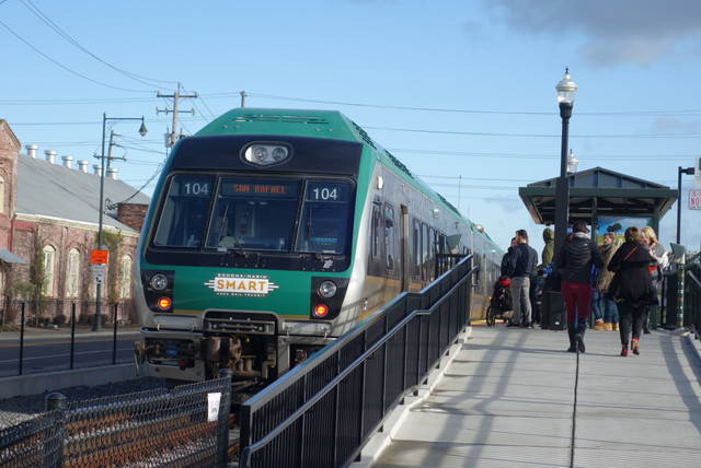 鉄道を使うなら、SMART(Sonoma-Marin ...